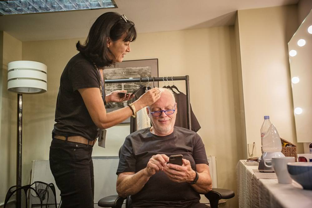 Polly Samson – the writer who is additionally Gilmour's significant other and lyricist – spots a little make-up before the appear, as Gilmour checks his telephone. Samson has been composing with Gilmour since the Pink Floyd collection The Division Bell in 1994.