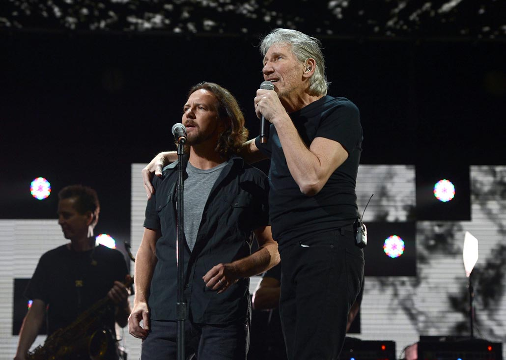 Watch Pearl Jam Cover Pink Floyd's 'ComfortablyNumb' in Brazil