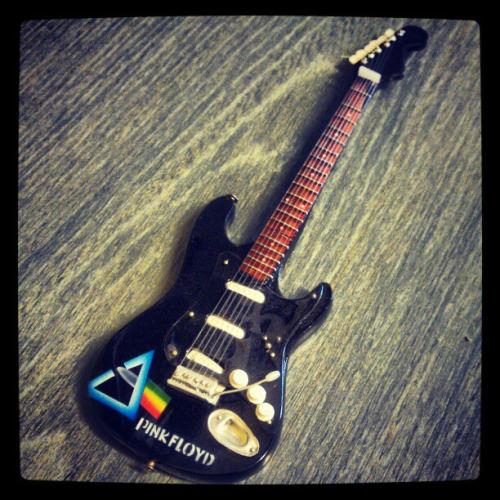 pink-floyd-guitar 25