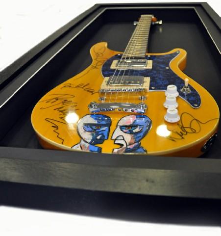 pink-floyd-guitar 27