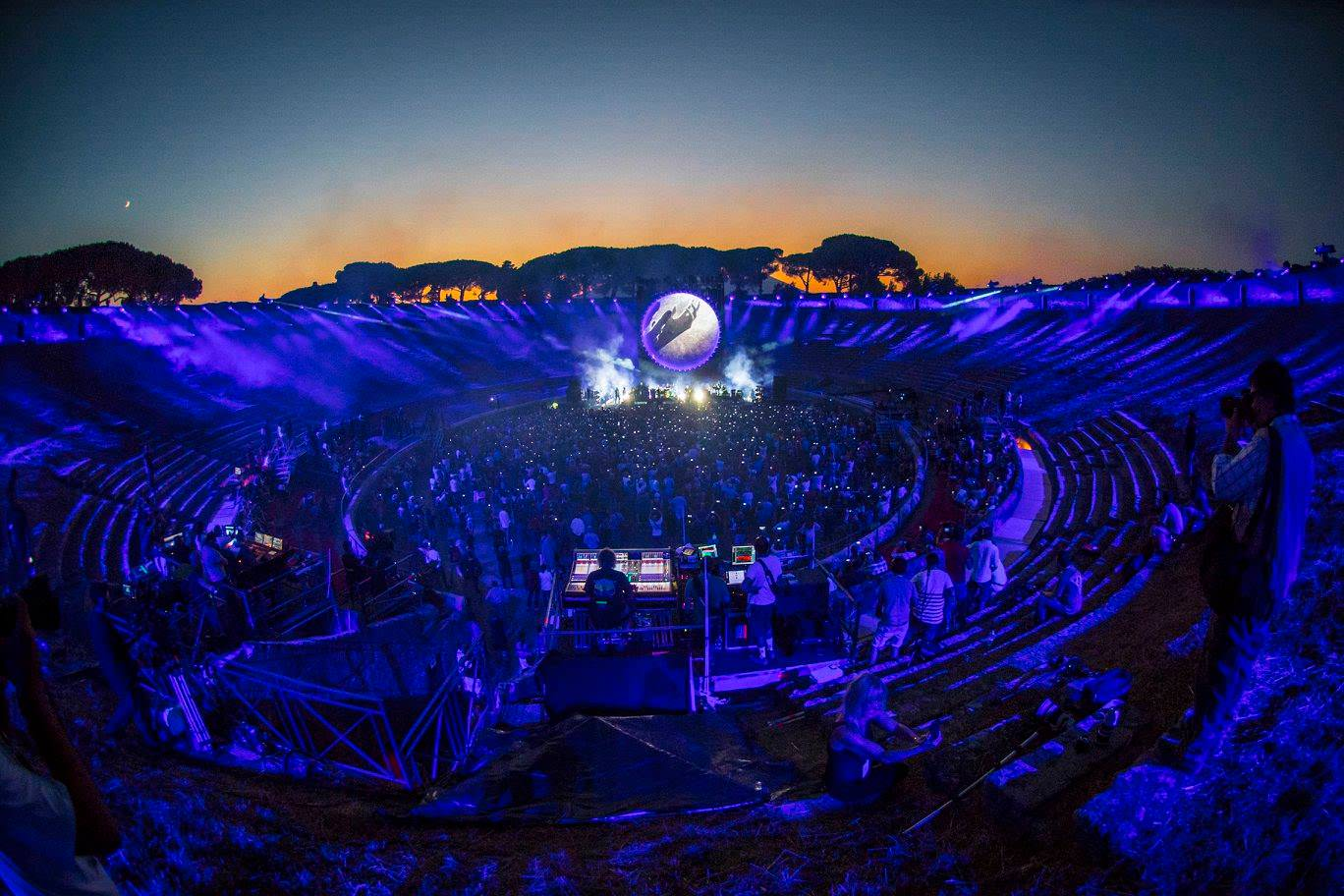 Amazing Photos of Gilmour's Night at Pompeii – Page 5 – Pink