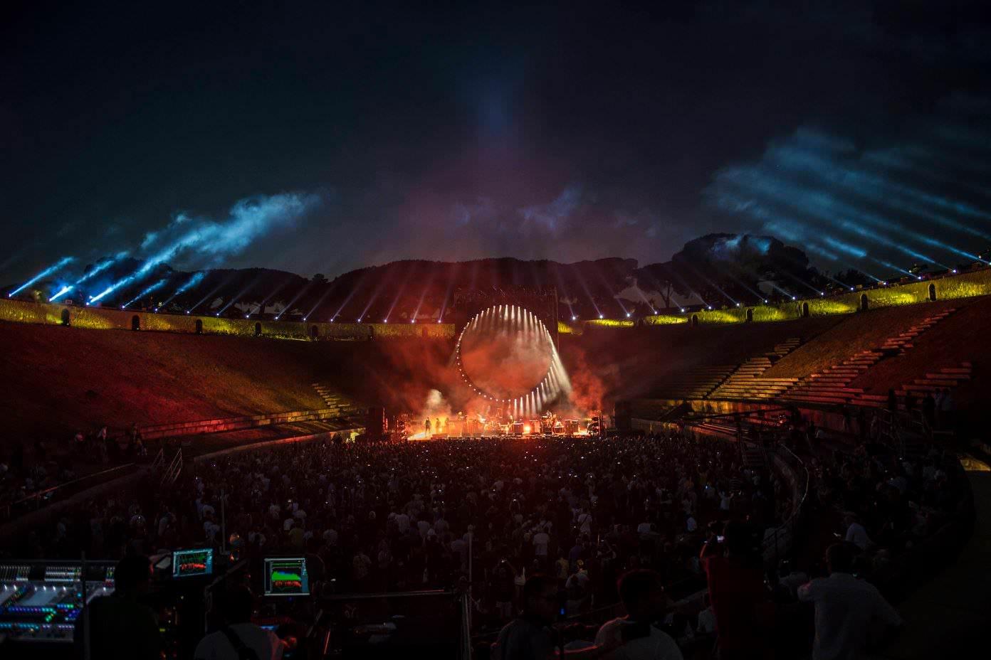 Gilmour-at-pompeii 60