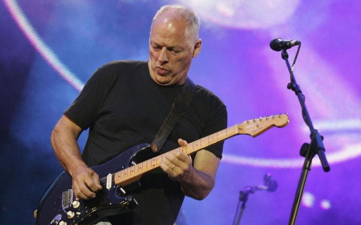 gilmour-play-guitar