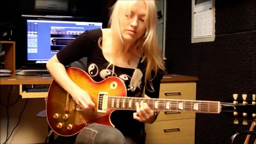 She Plugs In Guitar – What She Does With This Pink Floyd Classic Song Always Makes Me Smile