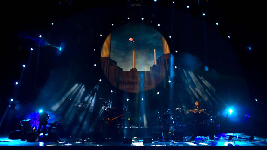 """Watch Amazing """"Pigs (Three Different Ones)"""" performence by Brit Floyd"""